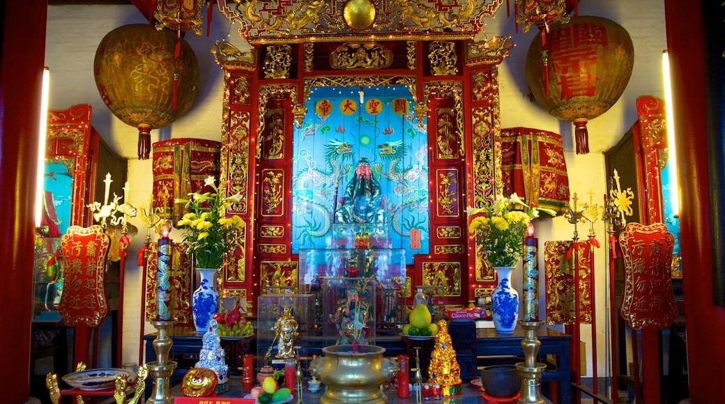 Congrégation chinoise de Canton montrant aspects religieux et vues intérieures