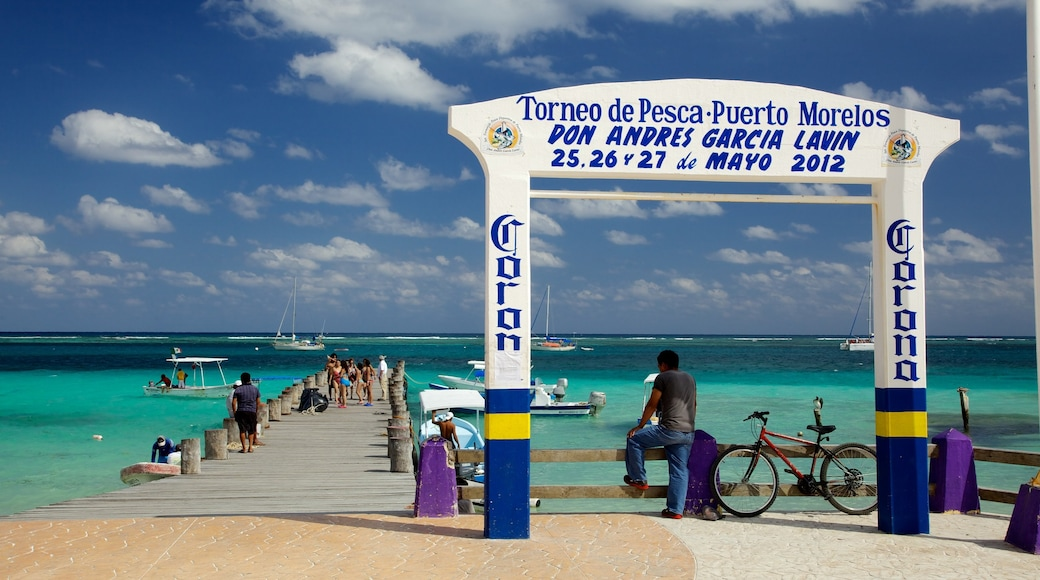 Puerto Morelos showing boating, general coastal views and a marina