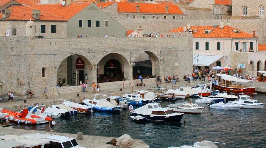 Porto di Gruz caratteristiche di giro in barca, località costiera e architettura d\'epoca