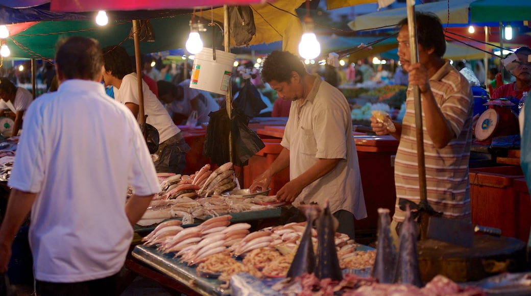 Kota Kinabalu showing food, a small town or village and street scenes