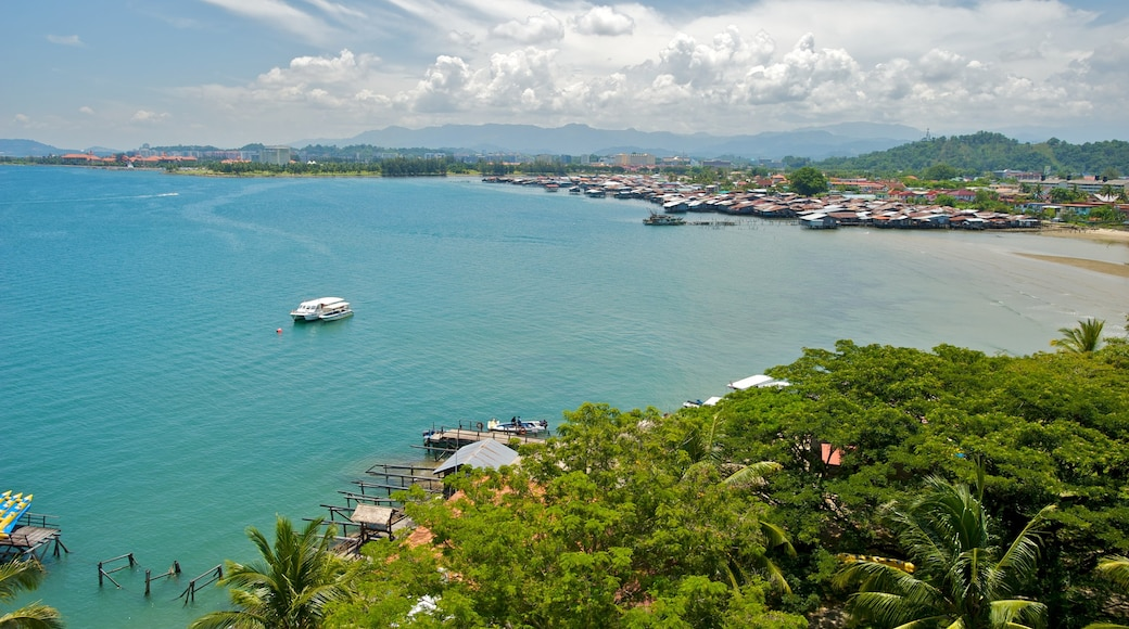 Kota Kinabalu showing landscape views, tropical scenes and a bay or harbor