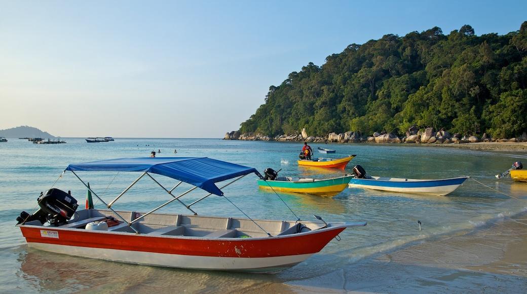 Pulau Perhentian Besar qui includes scènes tropicales, navigation et baie ou port