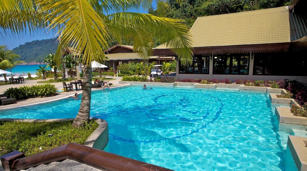 熱浪島 其中包括 游泳池, 豪華酒店或度假村 和 熱帶風景