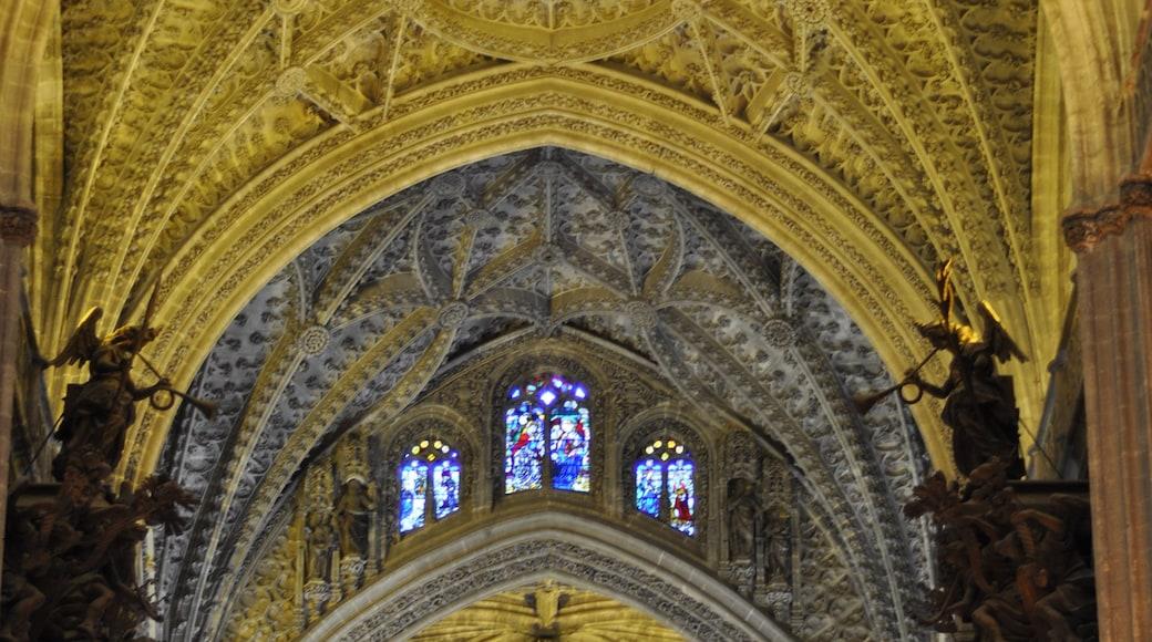 Kathedrale von Sevilla das einen Kirche oder Kathedrale, religiöse Elemente und Innenansichten