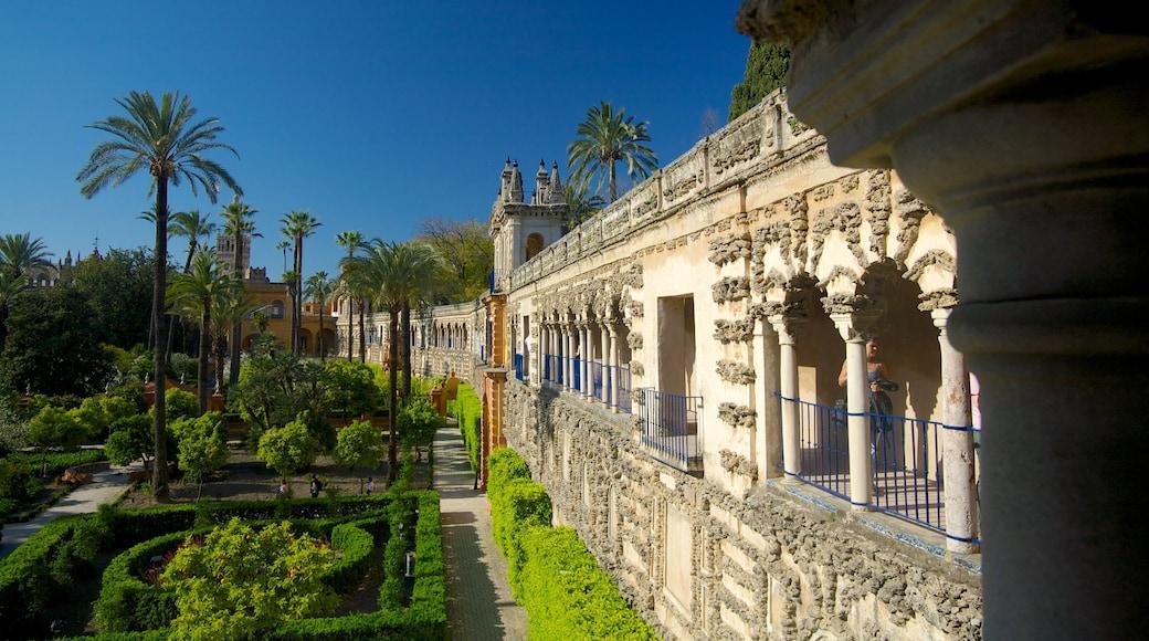Alcázar johon kuuluu vanha arkkitehtuuri