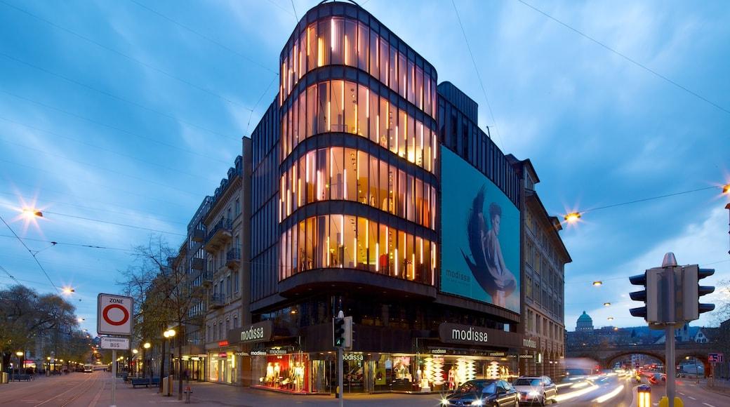 Bahnhofstrasse ofreciendo arquitectura moderna, escenas urbanas y una ciudad
