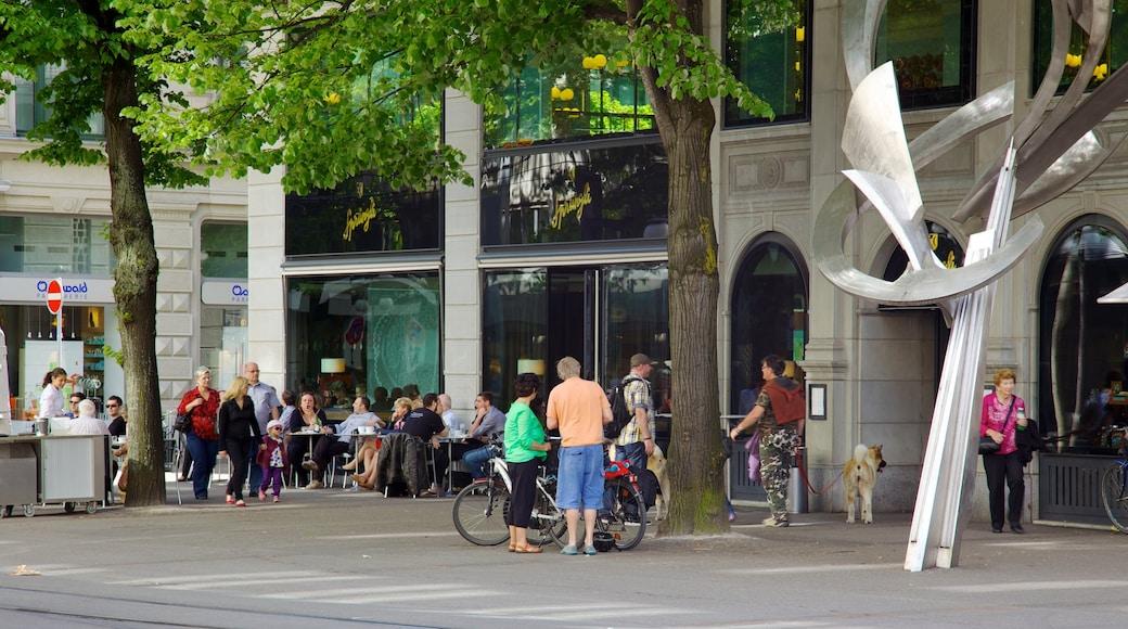 Paradeplatz welches beinhaltet Straßenszenen und Fahrradfahren sowie große Menschengruppe