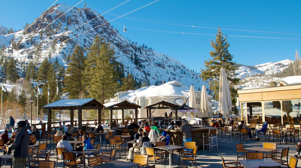 Squaw Valley Resort showing snow, mountains and a luxury hotel or resort