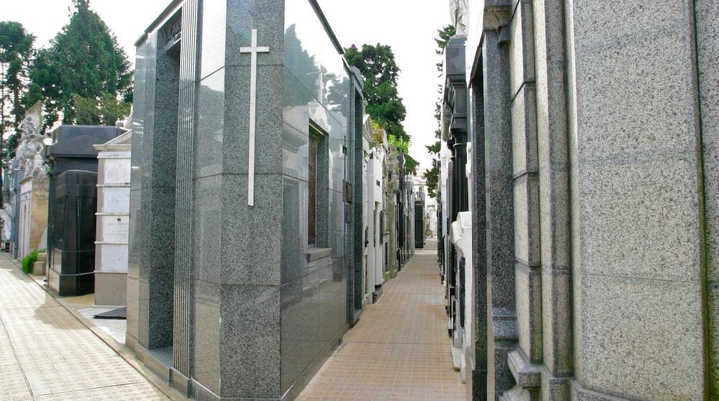 Cimitero della Recoleta che include monumento commemorativo e cimitero