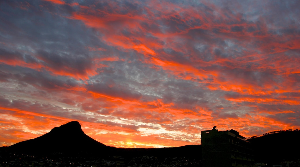Table Mountain showing mountains and a sunset