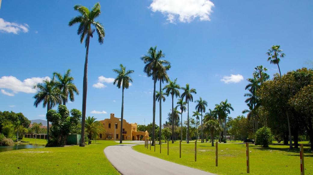 Miami Springs toont tropische uitzichten, landschappen en een tuin