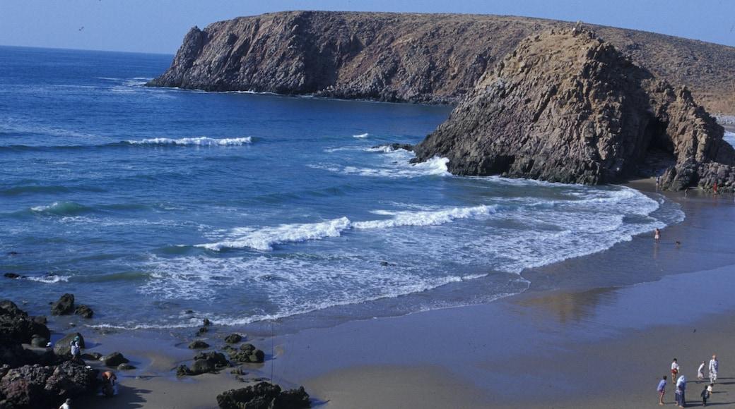 Agadir das einen Landschaften, Sandstrand und schroffe Küste