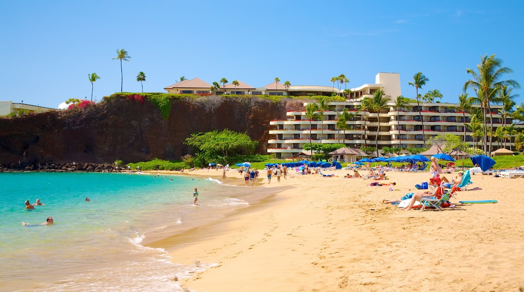 Kaanapali Beach which includes swimming, a hotel and a sandy beach