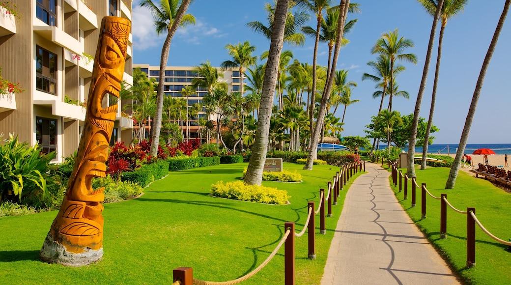 Kaanapali Beach which includes tropical scenes, a coastal town and a beach