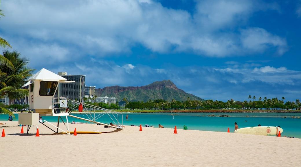 Ala Moana Beach Park showing a coastal town, surfing and a beach