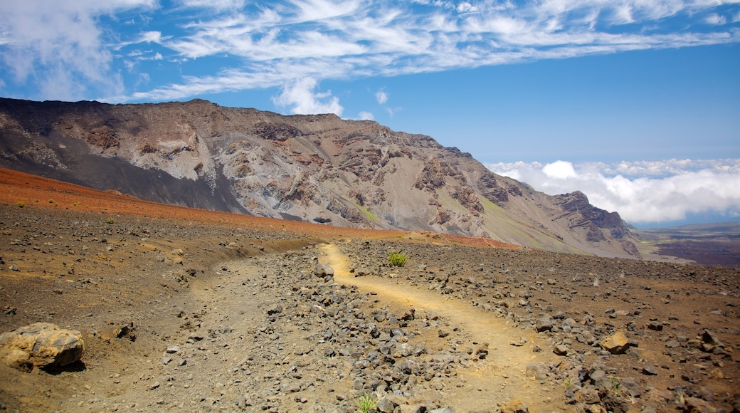 Haleakala Crater which includes mountains, landscape views and a gorge or canyon