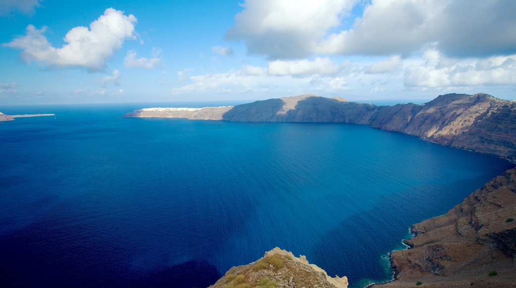 Fira showing landscape views and rocky coastline