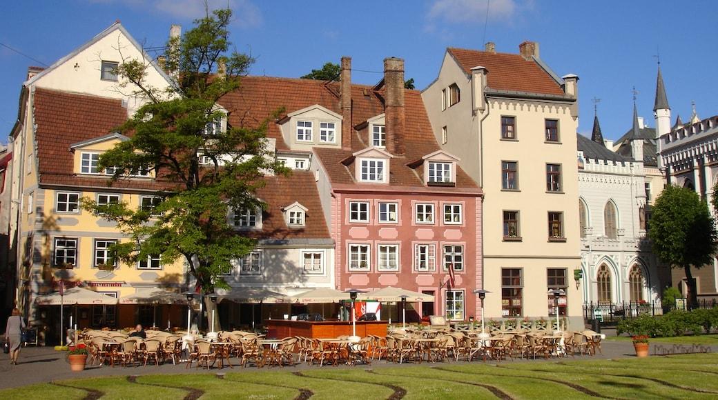 Riga mostrando casa, città e piazza