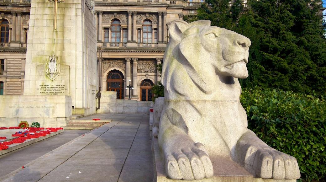 George Square mit einem Monument, Statue oder Skulptur und Platz oder Plaza