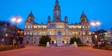 George Square which includes a city, heritage architecture and a square or plaza
