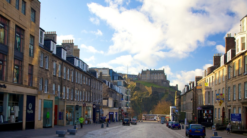 Castillo de Edimburgo ofreciendo un castillo, escenas cotidianas y arquitectura patrimonial