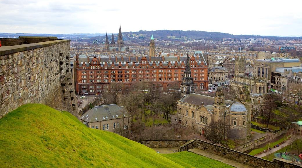 Castillo de Edimburgo mostrando arquitectura patrimonial y una ciudad