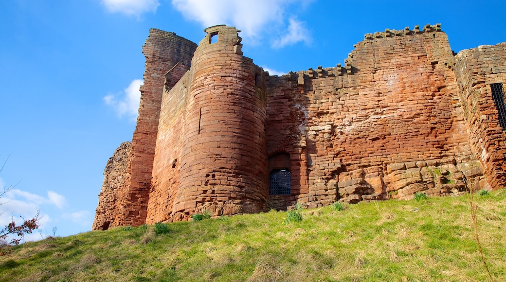 Bothwell Castle featuring château or palace