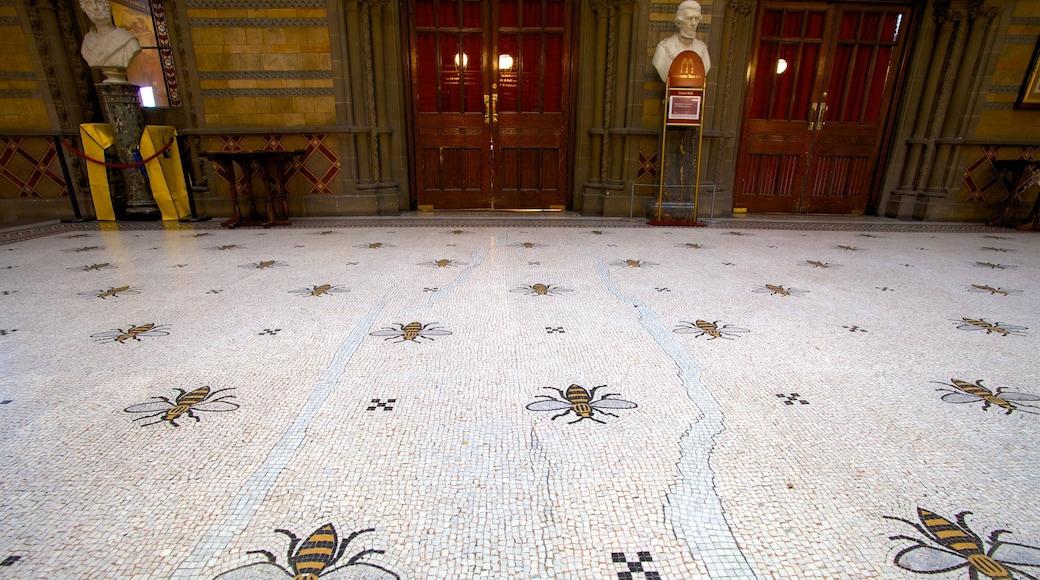曼徹斯特市政廳 设有 內部景觀 和 歷史建築