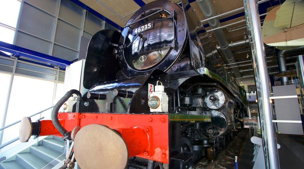 Thinktank som inkluderer jernbaneelementer og innendørs