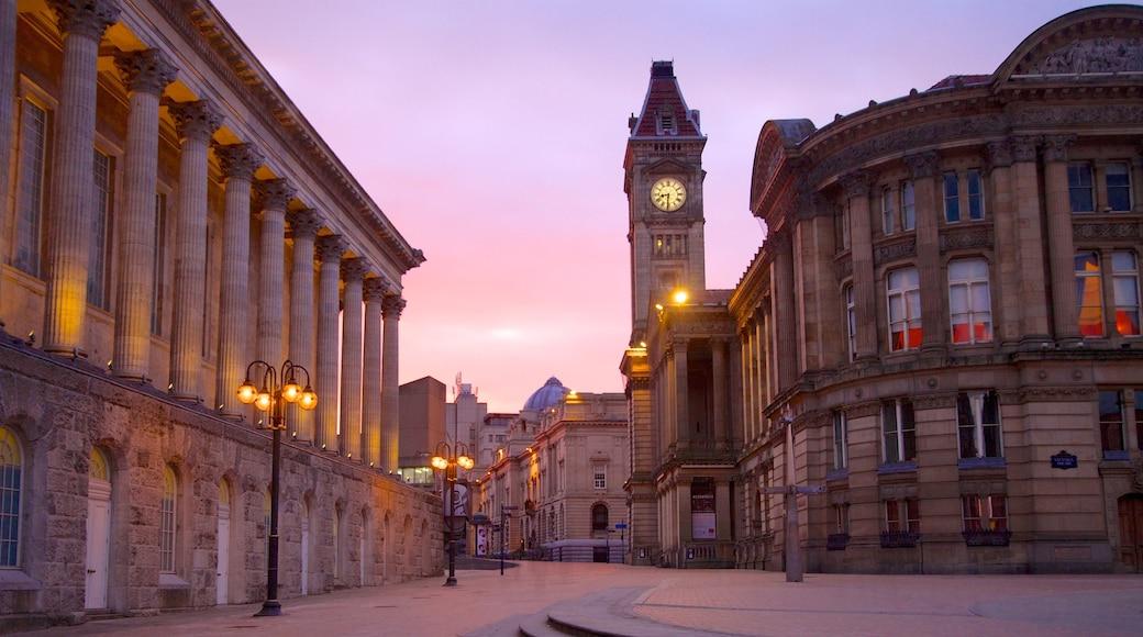 Victoria Square som viser torg eller plass, historisk arkitektur og by
