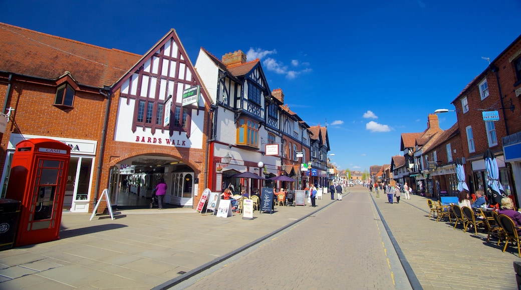 Stratford-upon-Avon which includes heritage architecture, a city and street scenes
