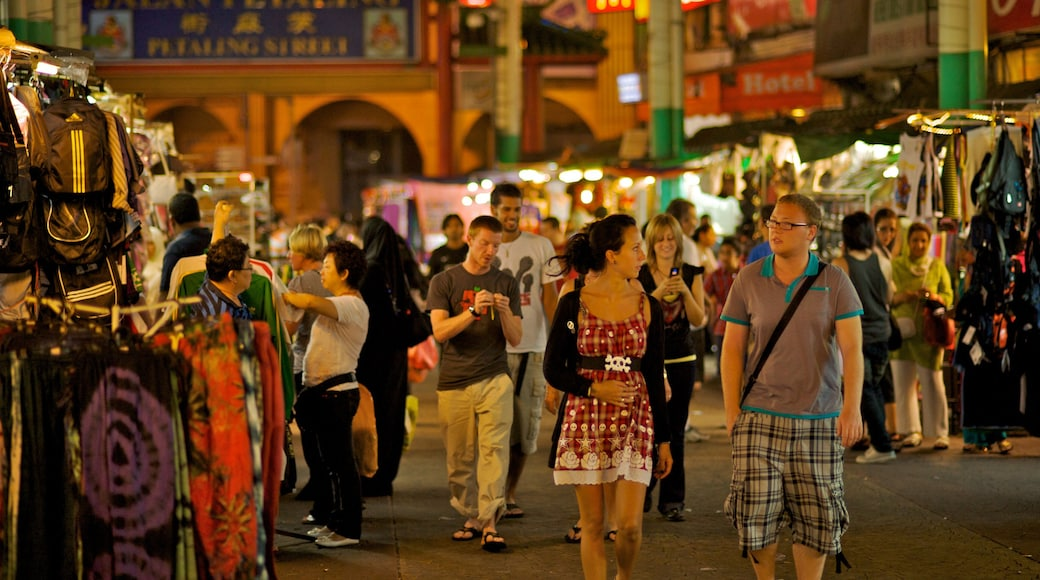 Kuala Lumpur featuring a city, street scenes and shopping