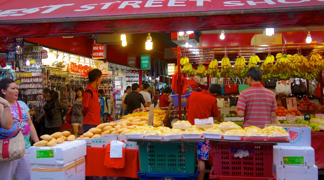 Bugis Street Shopping District featuring food and shopping