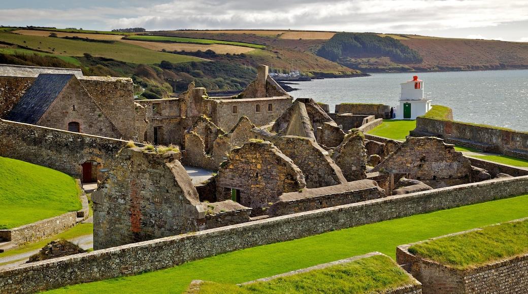 Charles Fort mit einem Ruine, historische Architektur und Küstenort