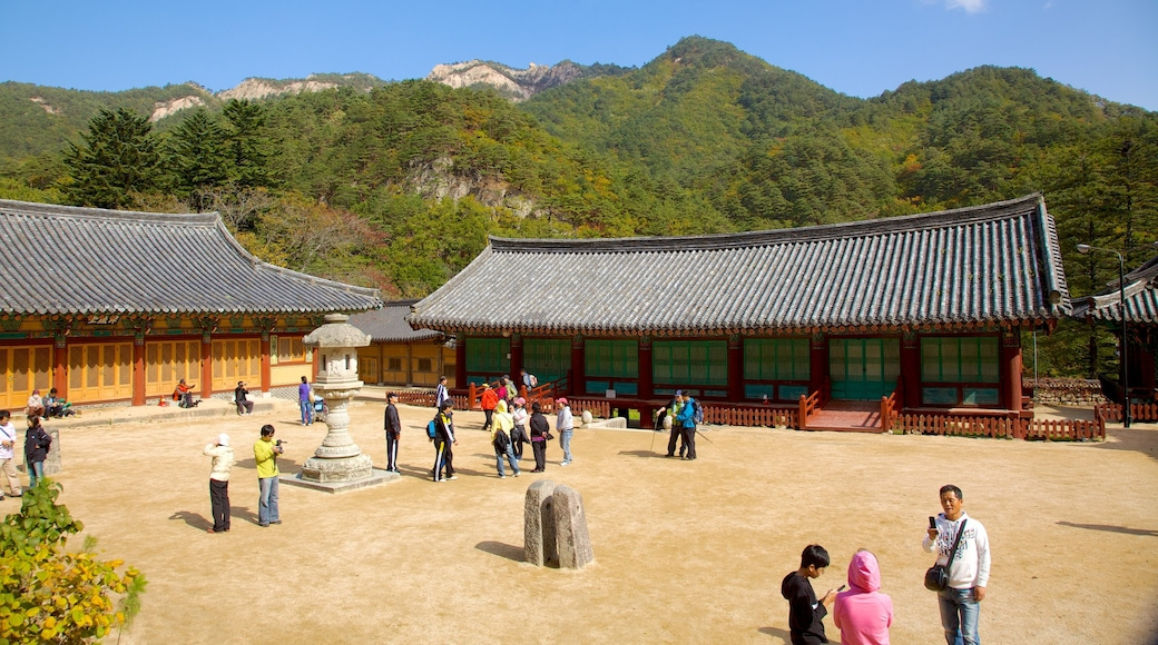 Sinheungsa Temple which includes a temple or place of worship, religious aspects and heritage architecture