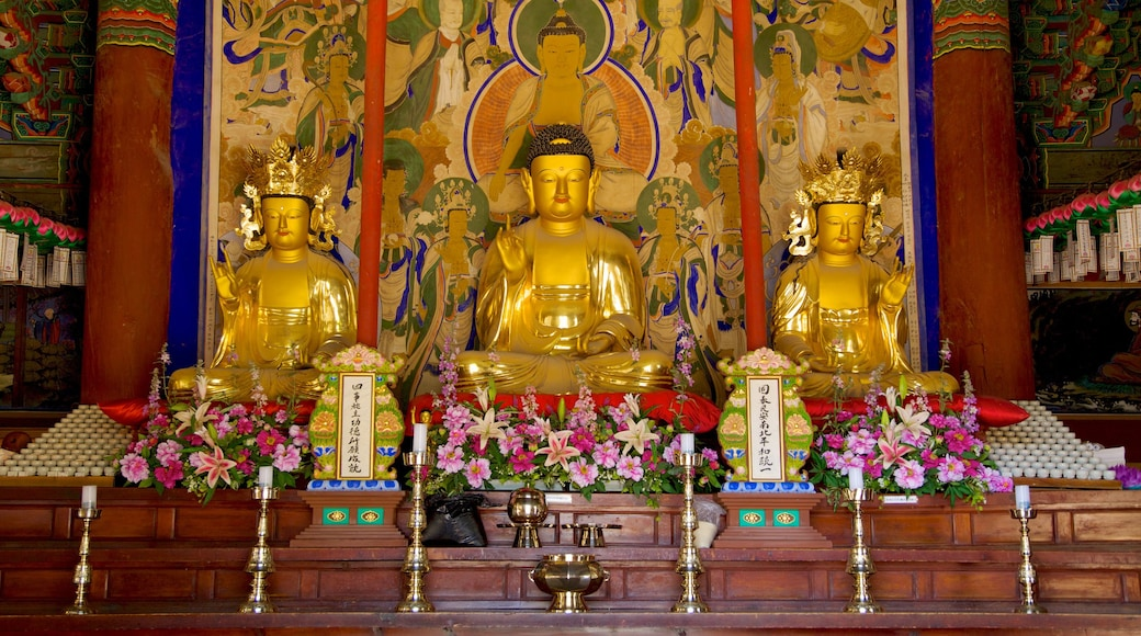 Sinheungsa Temple showing interior views, a temple or place of worship and religious aspects