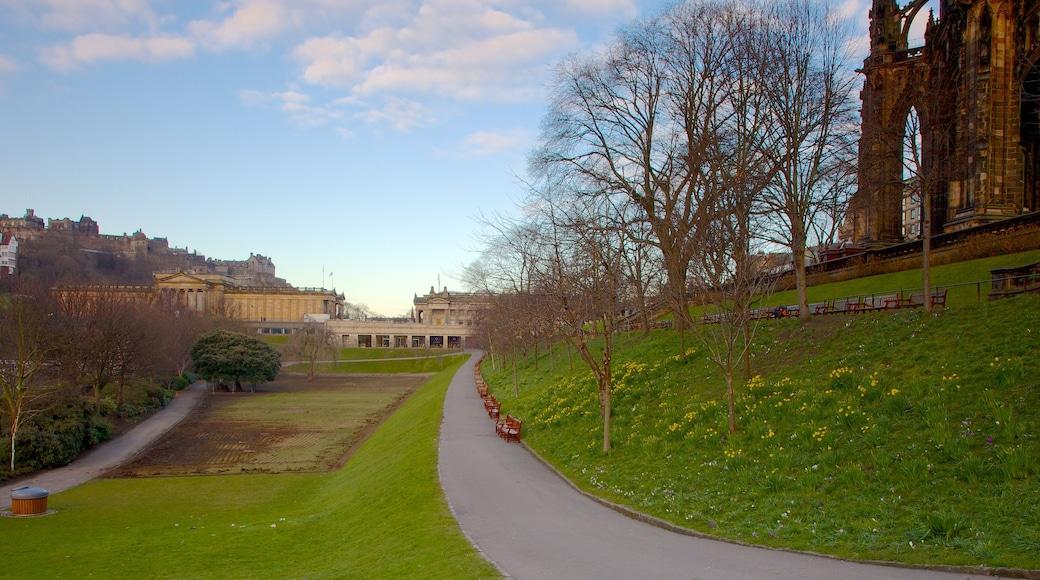 Denkmal für Sir Walter Scott mit einem Park und Farmland