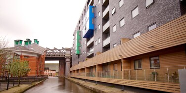 Castlefield Roman Fort showing heritage architecture and a city