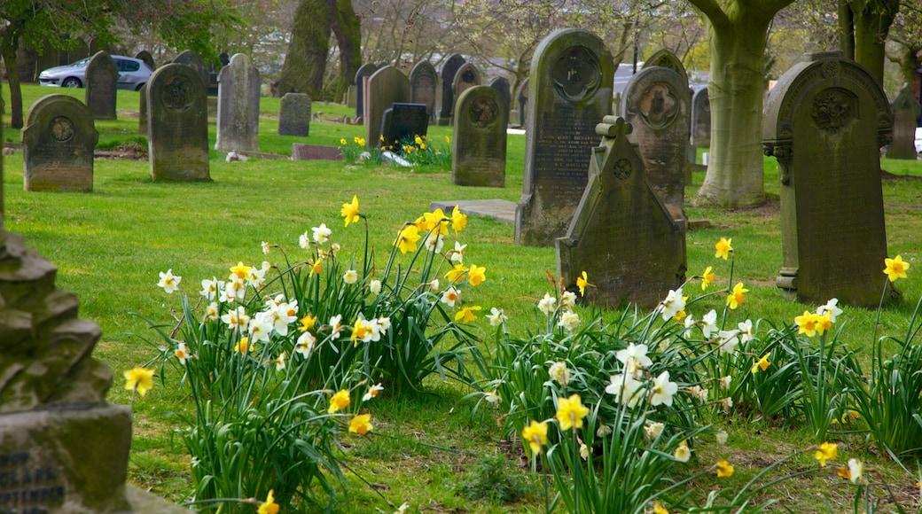 Gullsmedkvartalet som viser by, kirkegård og blomster