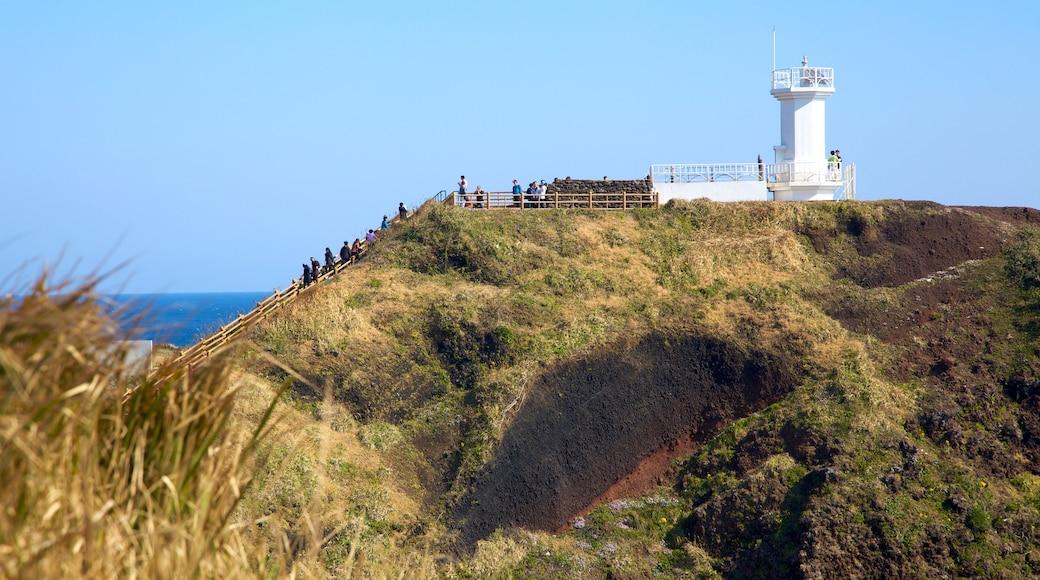 濟州島 其中包括 燈塔, 遠足或散步 和 山水美景
