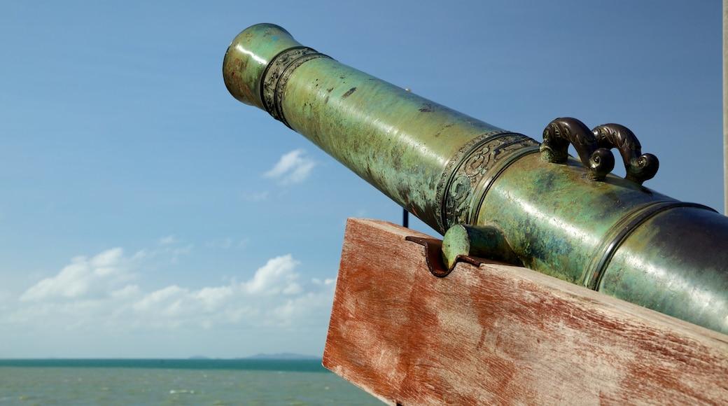 高恩沃利斯要塞 设有 綜覽海岸風景 和 軍事收藏品
