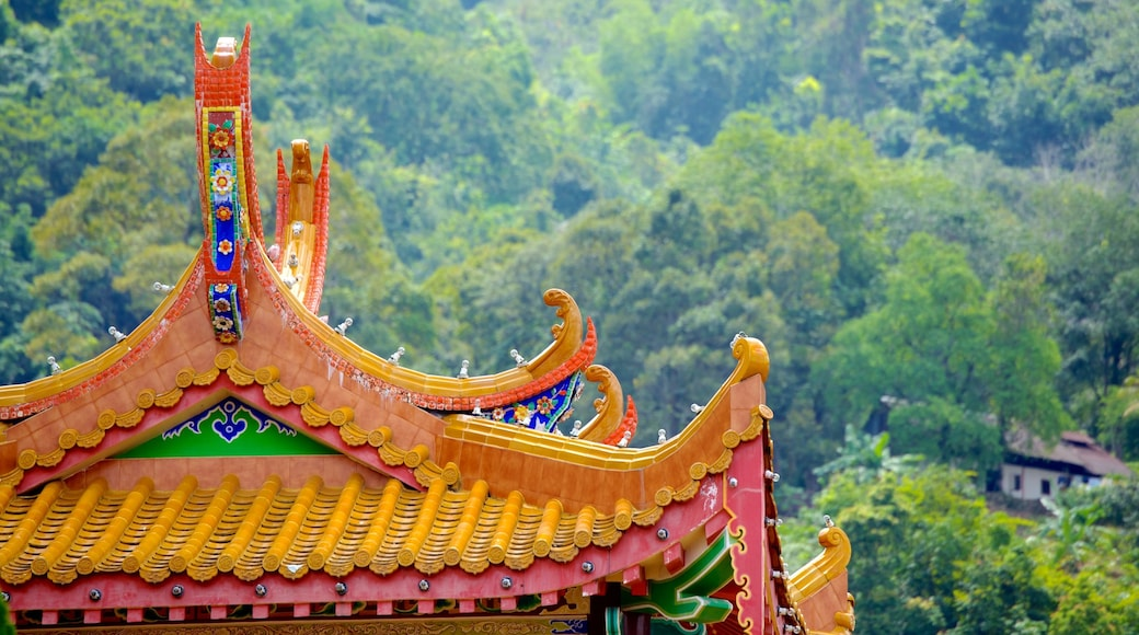 Kek Lok Si Temple featuring forests, a temple or place of worship and heritage architecture