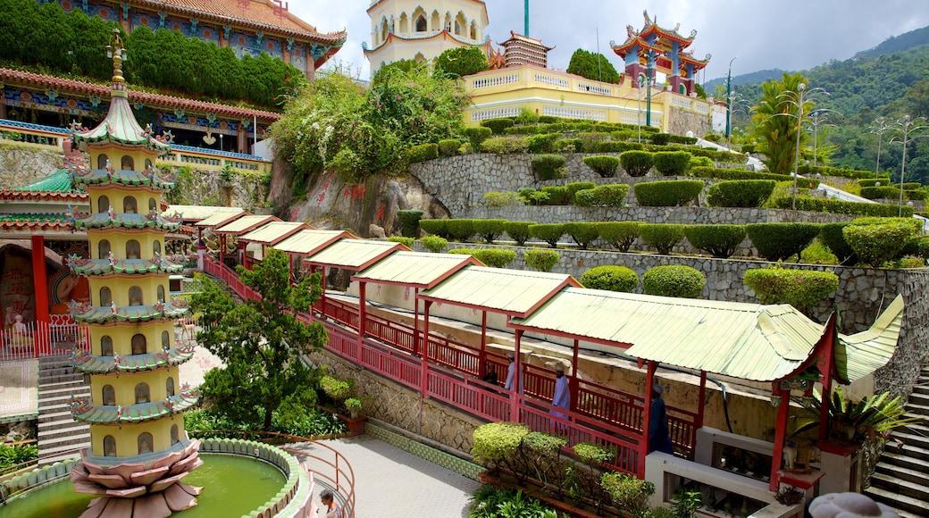鶴山極樂寺 其中包括 廟宇或禮拜堂 和 歷史建築
