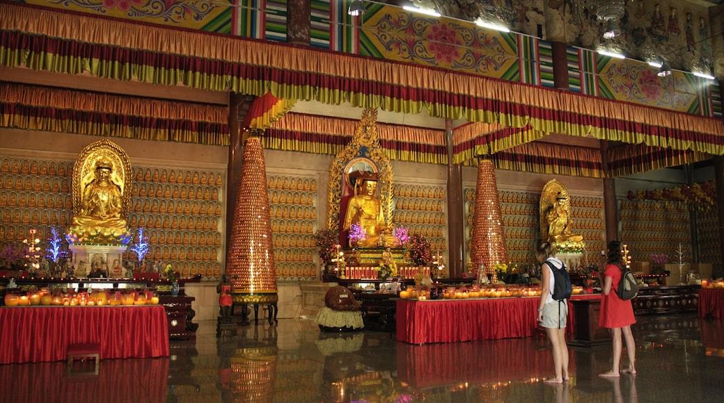 鶴山極樂寺 其中包括 宗教元素, 廟宇或禮拜堂 和 內部景觀