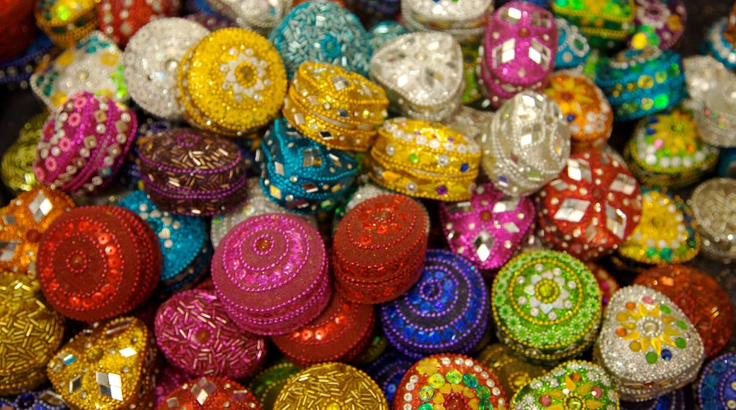 Little India cho thấy mua sắm, chợ và thời trang