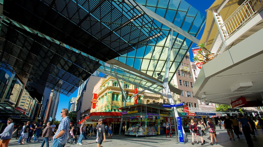 Queen Street Mall which includes street scenes, a city and shopping