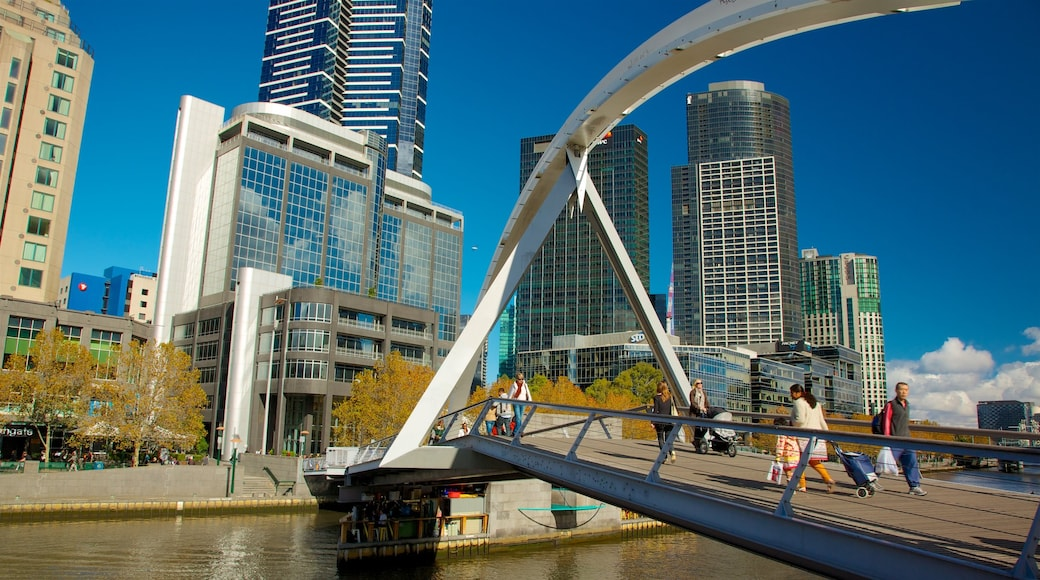Southbank showing a city, modern architecture and a bridge