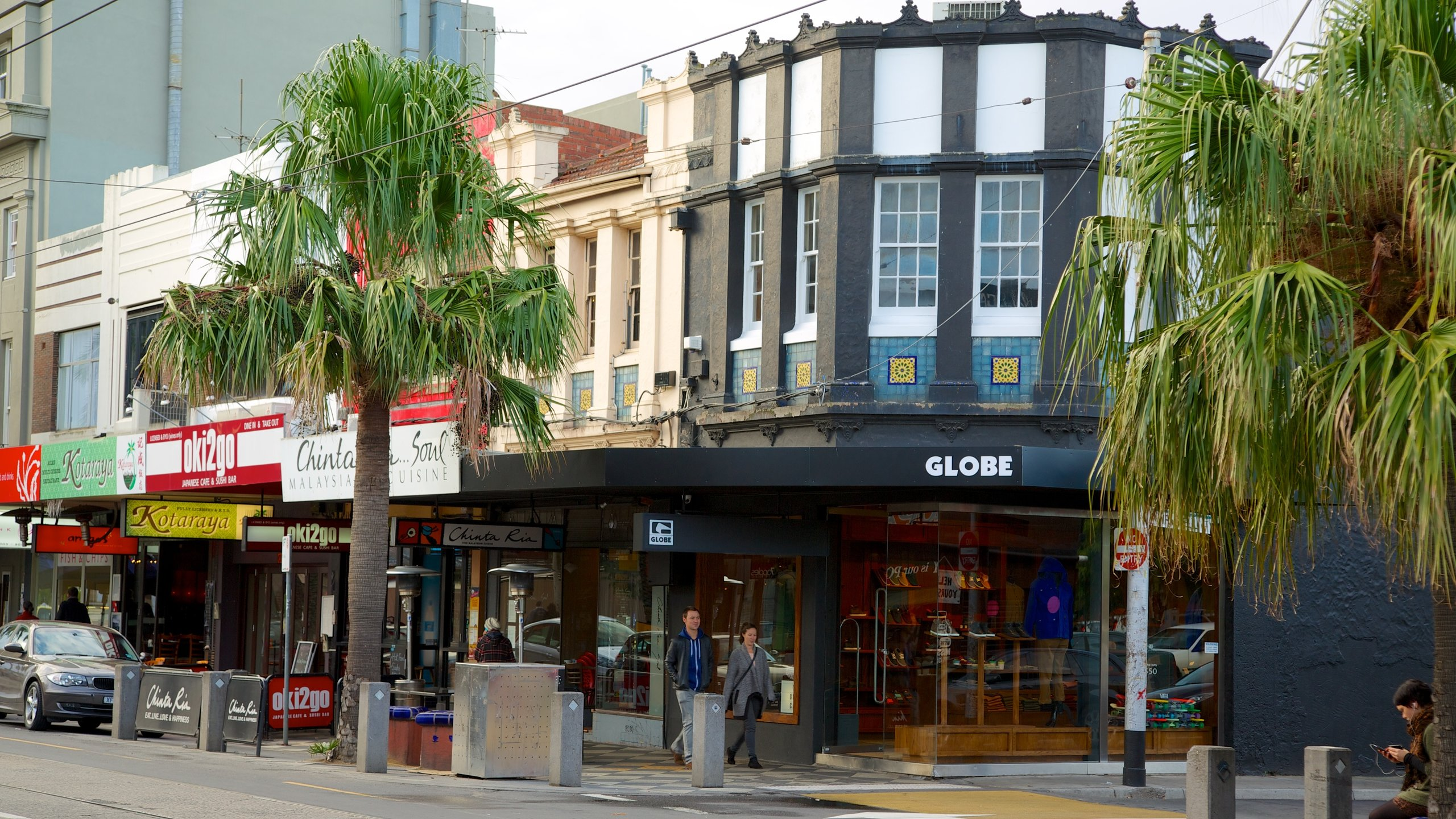 Victoria which includes a city, street scenes and signage