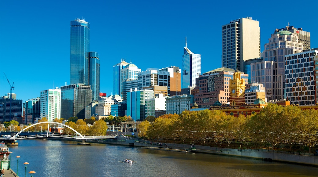 Melbourne which includes a skyscraper, a river or creek and boating