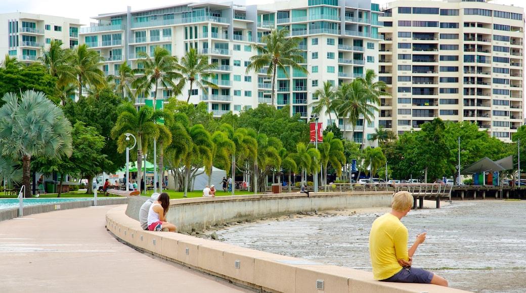 Esplanade Lagoon showing a hotel and a coastal town